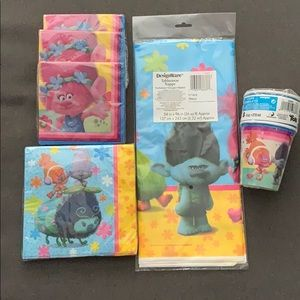 Trolls Party supplies cups, napkins, table cover